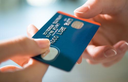 Khấu trừ chi phí mua hàng bằng thẻ tín dụng cá nhân